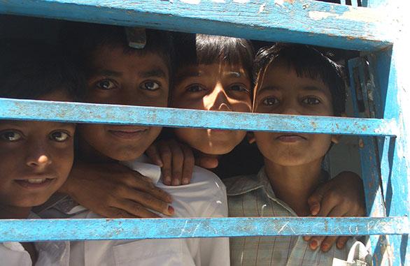 alegria em orfanatos
