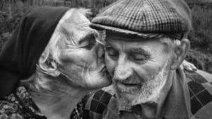 6 Dicas práticas de como ajudar um lar de idosos 1
