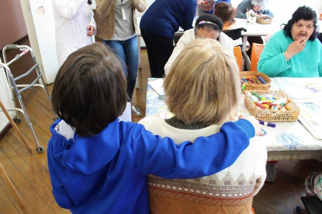 Levar crianças ao asilo - É muito Benéfico para os idosos 1